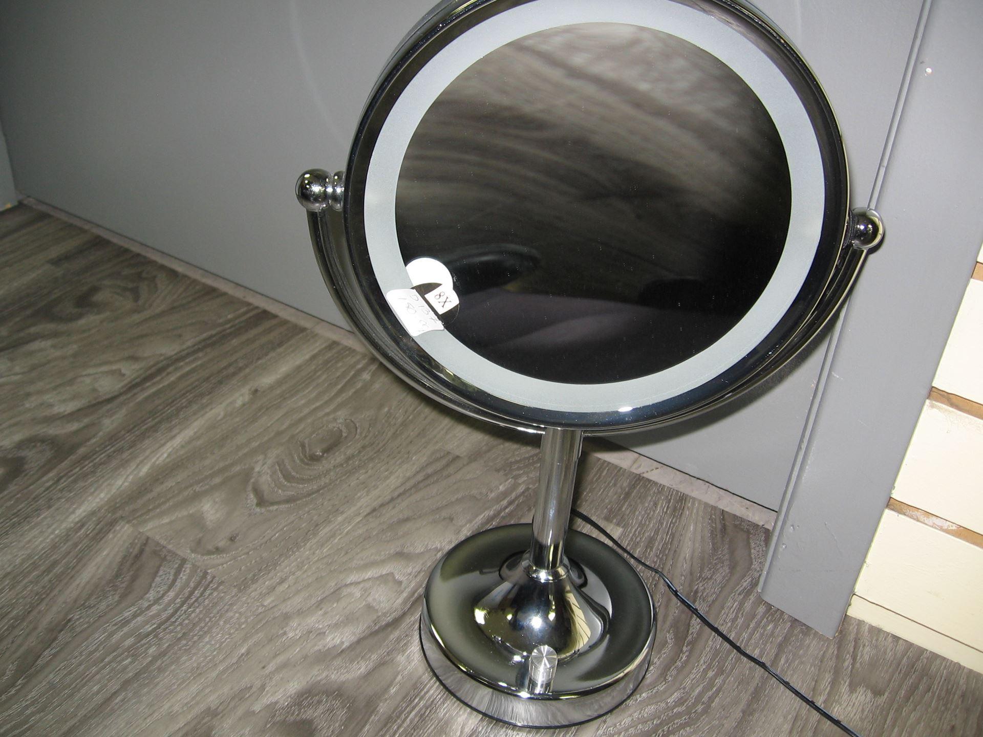 Miroir grossissant sur pied avec lumi re centre d 39 achats for Miroir sur pied soldes