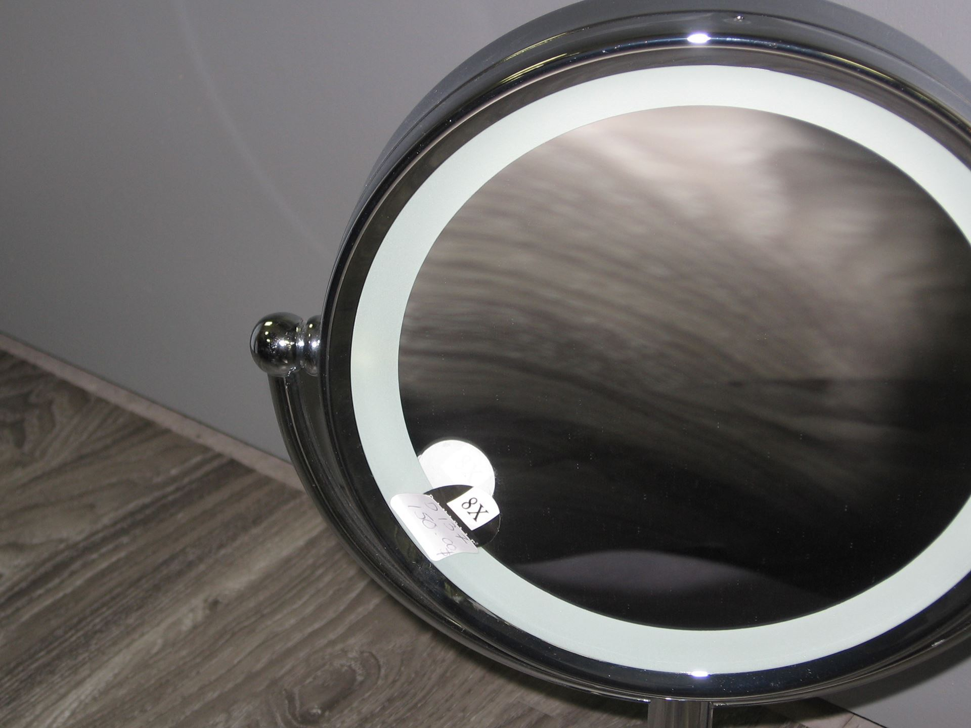 Miroir grossissant sur pied avec lumi re centre d 39 achats for Miroir grossissant
