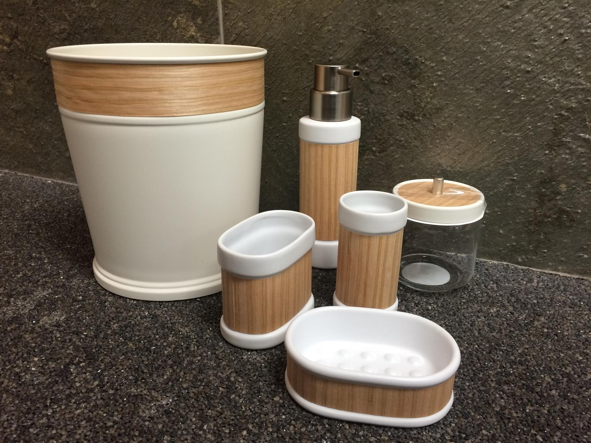 Acessoires salle de bain real wood bois porcelaine 6 for Accessoire salle de bain bois