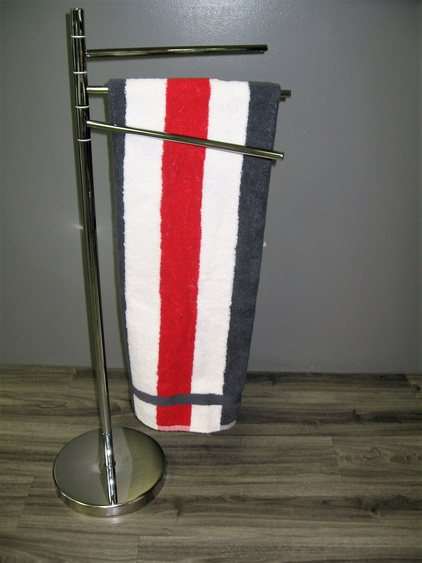 Porte serviette sur pied porte serviette sur pied images for Porte serviette sur pied design