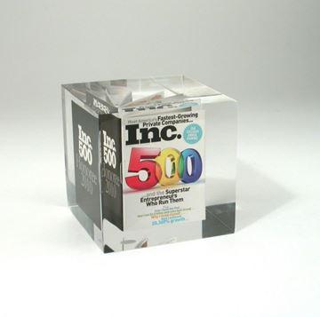 cube d'acrylique claire